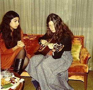 LARA & SISTER 1970_
