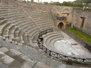 4225909-Odeion_Pompeii