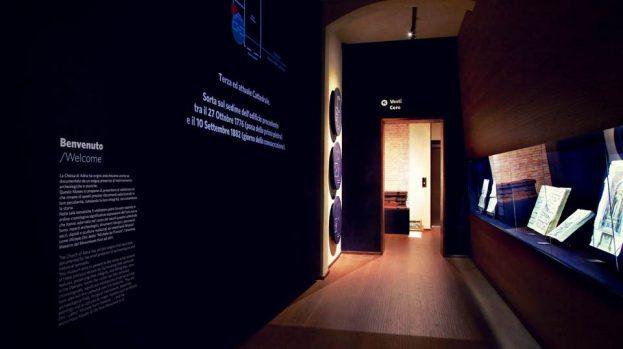 """1. <em>Stanza Origini</em>. Adria, Museo della Cattedrale (piano terra) – """"Designer: John Volpato e Sebastiano Trevisan; Direzione lavori: arch. Nicola Azzi"""" © John Volpato, 2015."""