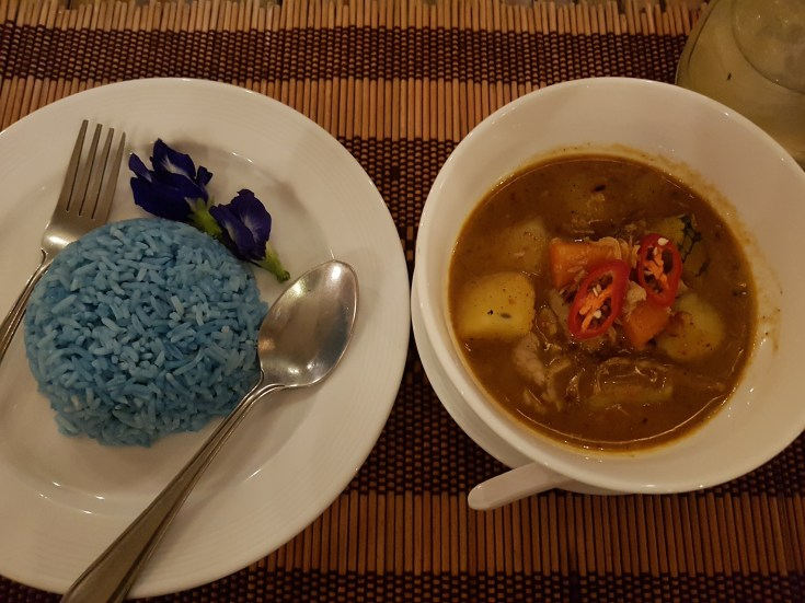 Massaman Curry e Blue Rice