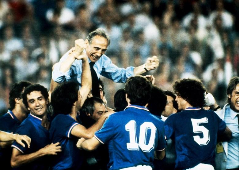 Bearzot in trionfo: l'Italia è Campione del Mondo dopo 44 anni