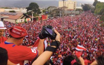 La folla oceanica a San José in Costa Rica...