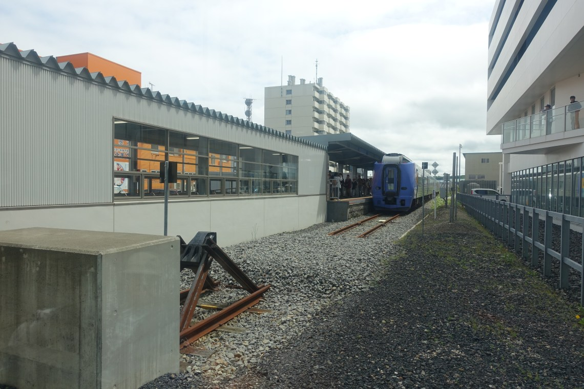Buffer stop and train at station