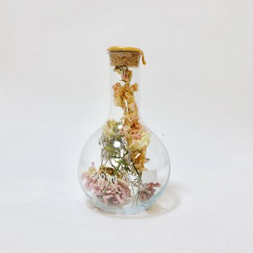 Round Belly Flask with Dried Flowers Large | Sperare Beer Wax