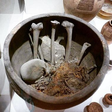 Burial pot from Memphis with the bones of the deceased. S. 15813? Museo Egizio, Turin