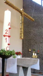 Altar mit Kreuz