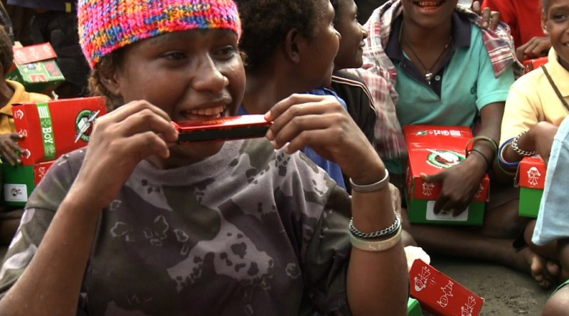 PNG child gets Christmas box