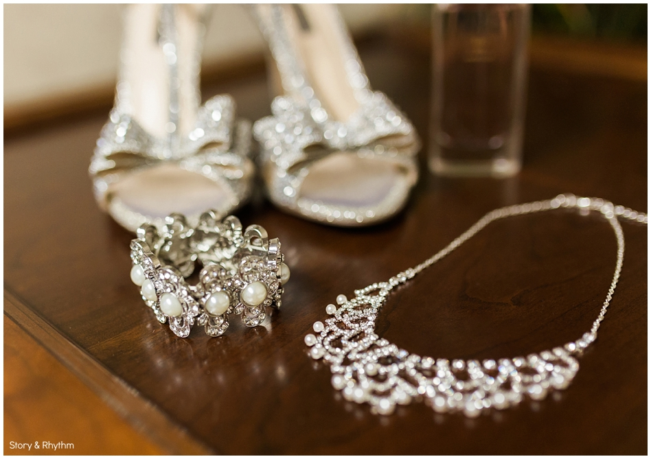 The bride's shoes and jewelry