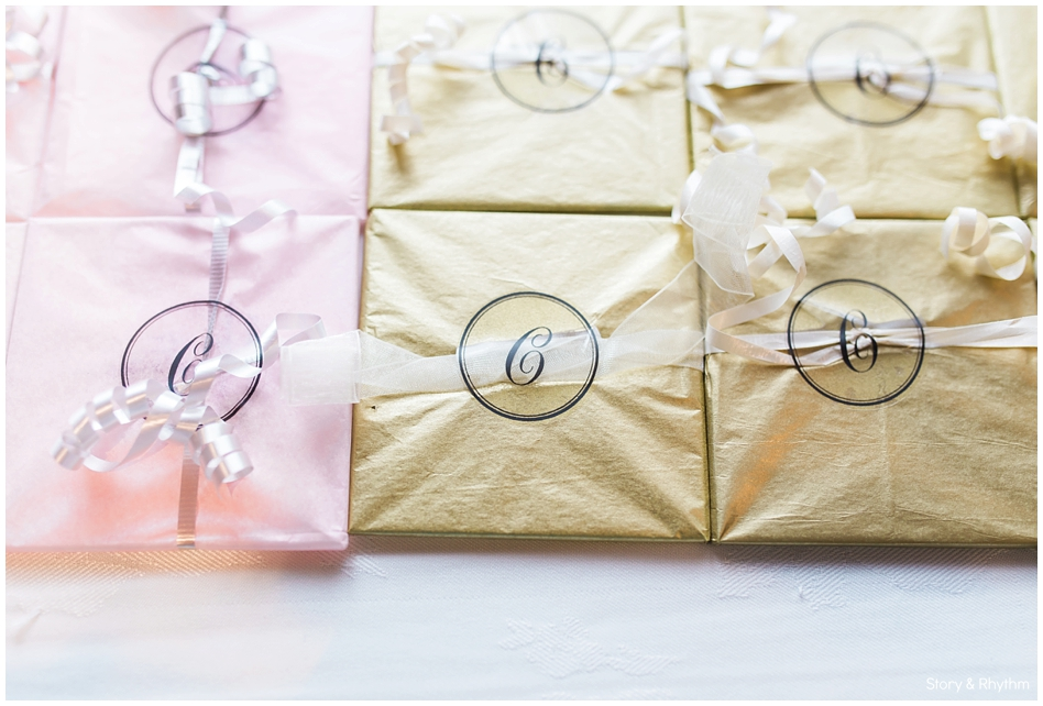 Gold and pink favors for the wedding guest