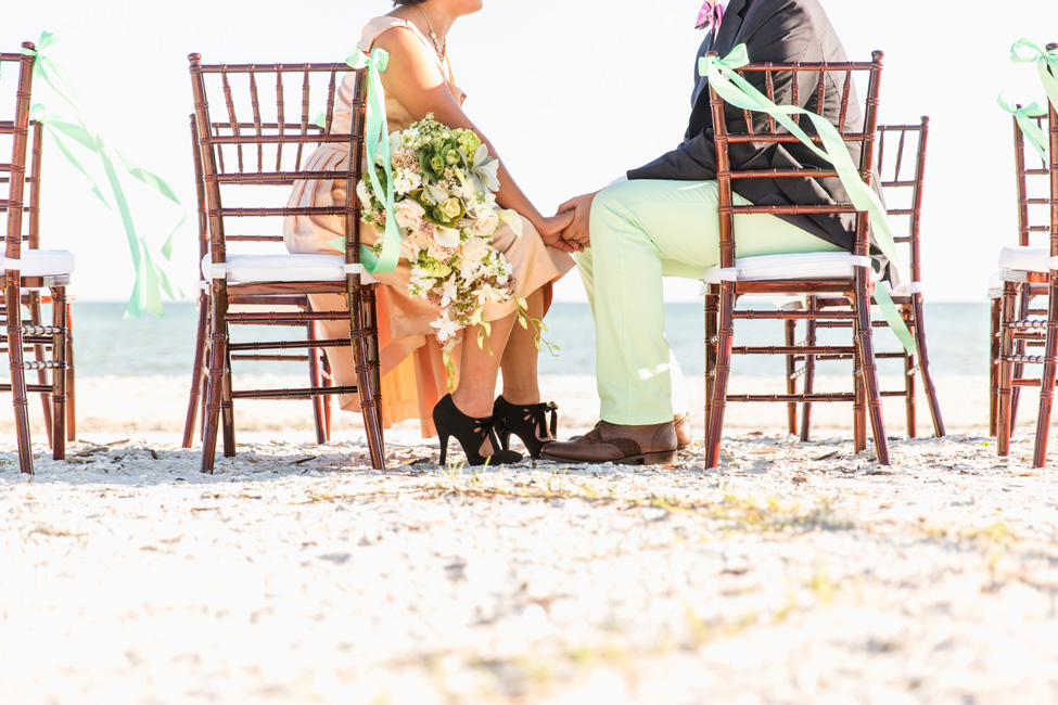 Preppy Retro Elopement Along the Florida Shoreline | Photograph by NikkiMayDay Photography  http://storyboardwedding.com/preppy-retro-elopement-florida-shoreline/