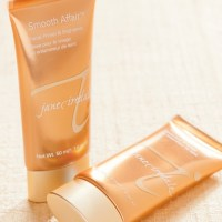 For A Glowing, Velvety Finish, Try the Jane Iredale Smooth Affair Facial Primer & Brightener