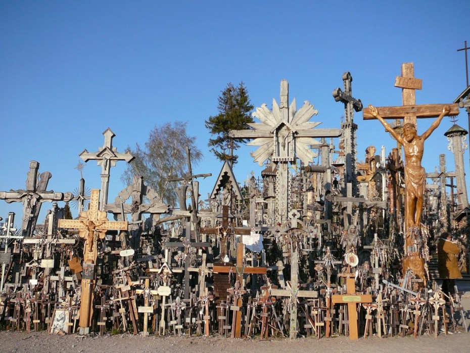 hill_of_crosses_1