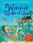 Winnie Under the Sea. Book + CD (Winnie the Witch) Story Snug
