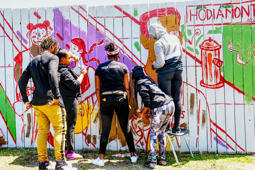 Fence painting.West Side. STL Story Stitchers Youth Council.4.2018.B.IF8A4975