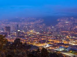 Medellin Digital Nomads: Why Medellin is the New Hotspot for Online Entrepreneurs | An insight into why Medellin is bustling with digital nomads! Whether you're in the early stages of working online or a full fledged online entrepreneur or remote employee, here's why Medellin is for you!