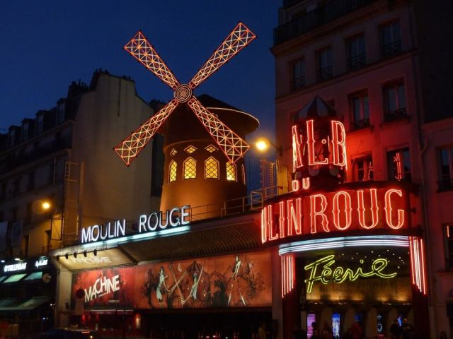 Moulin Rouge - Paris travel tips