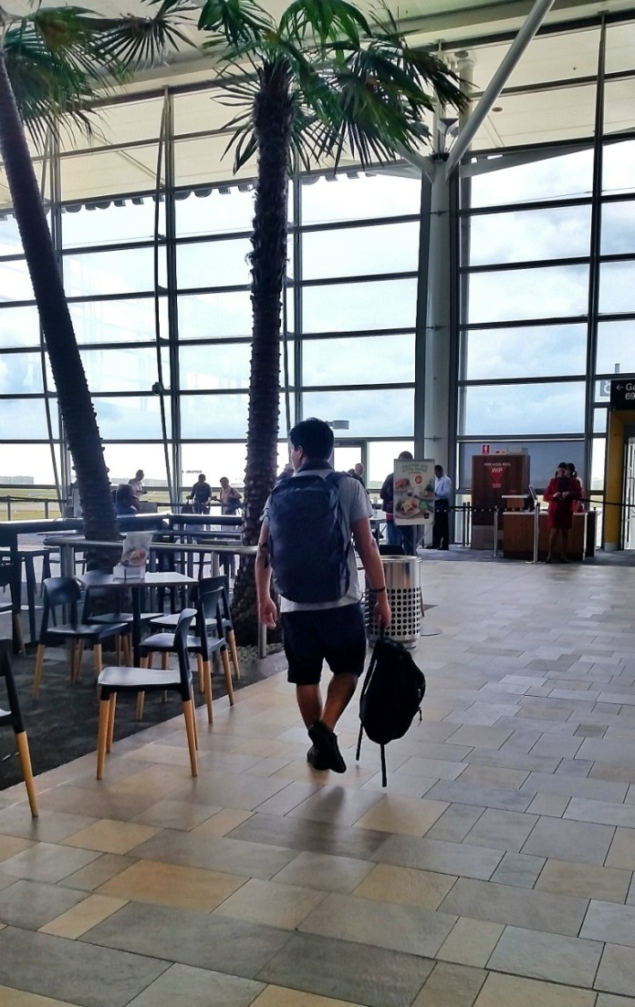 Best bag for digital nomads - Minaal Carry-on 2.0 bag review: at the airport