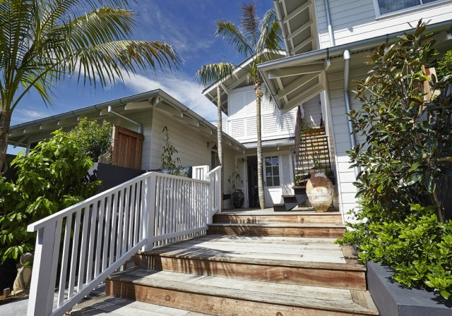 Boutique Byron Bay Accommodation: 28 Degrees Byron Bay Review - Exterior