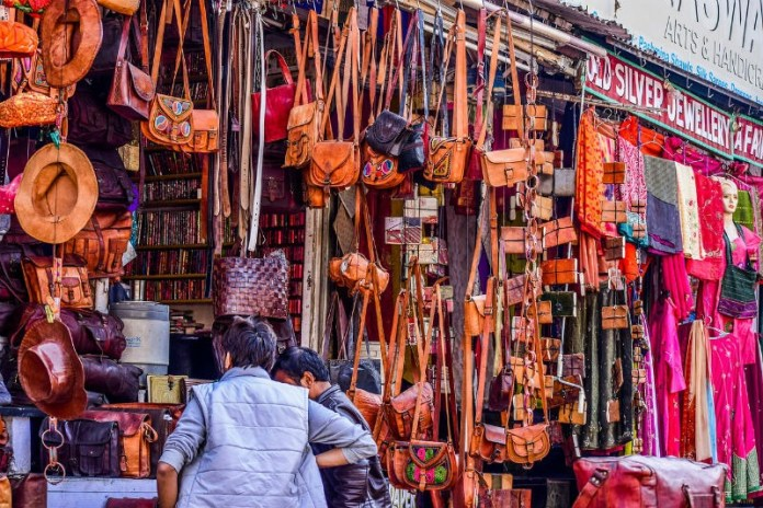 Be careful of scammers and pickpockets - My best India travel advice