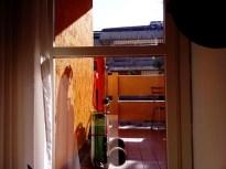 09:06 - Noch im Bett, aber draußen scheint schon die Sonne auf den Balkon unseres Apartments. Draußen wartet ein Schirm und ein Regiestuhl für den Strand auf mich :)