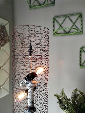 Diy chicken wire lamp shade stowandtellu stowtellu diy chicken wire lamp shade stowandtellu greentooth Gallery