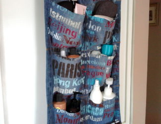 over-the-door-hanging-travel-organizer-made-from-a-pair-of-blue-jeans