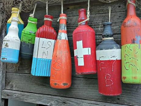 Faux fishing buoys made from bottles | Stowandtellu.com