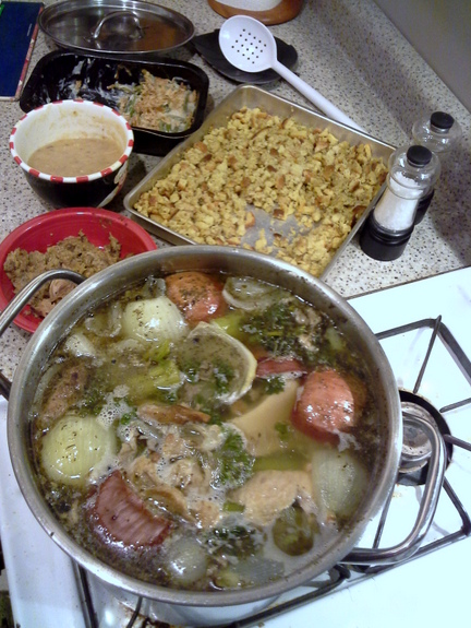 Thanksgiving-leftovers-turkey-soup