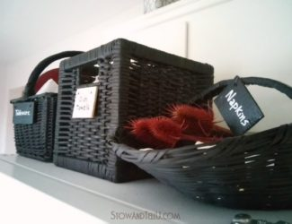 chalkboard-painted-storage-baskets-http://www.stowandtellu.com