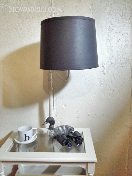 left-over-primer-painted-table-lamp-makeover-https://stowandtellu.com