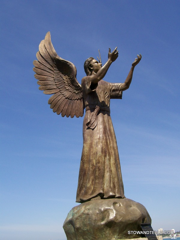 angel-statue-el-malecon