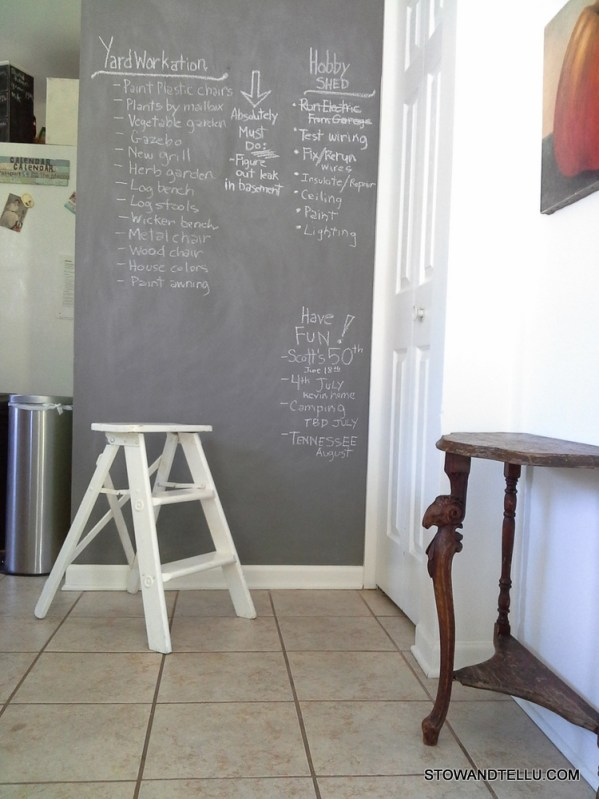 kitchen-nook-chalkboard-wall