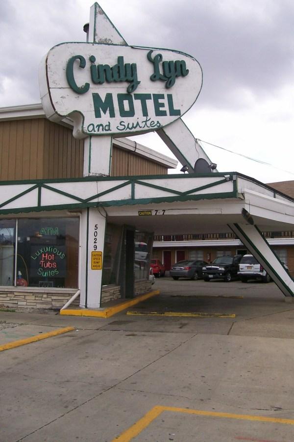 Cindy Lyn Motel atomic age marquis - Route 66 - StowandTellU.com
