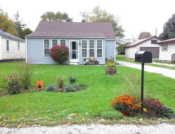 Front yard curb appeal update under $100 | StowAndTellU.com