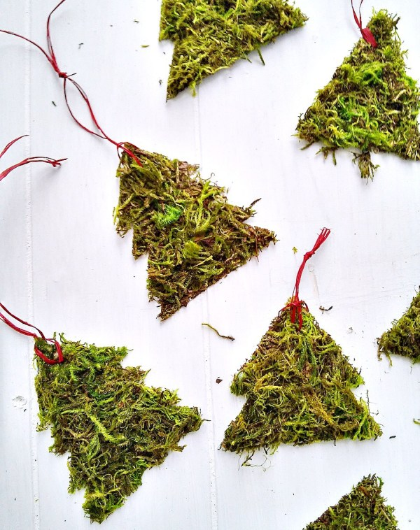 Rustic Moss Christmas Tree Ornaments - StowandTellU.com