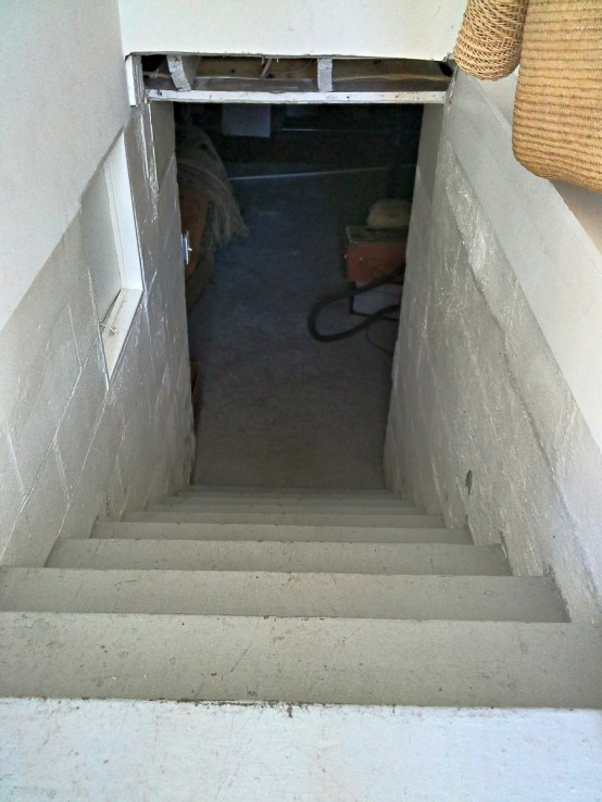 basement-stairs-before-paint