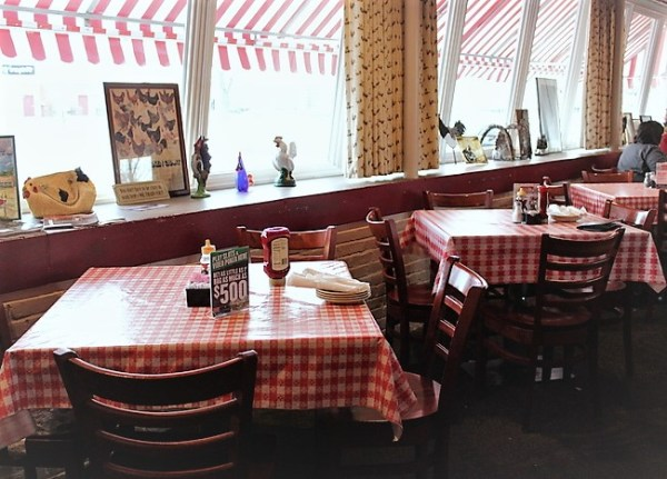 rt-66-decor-chicken-basket-dining-tables   stowandtellu.com