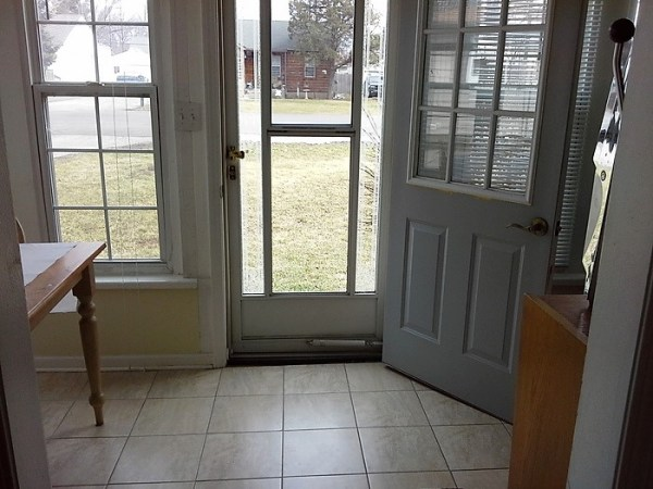 sun-porch-entrance-before-furniture-rearrange