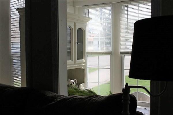 unconventioal-sun-porch-furniture-placement