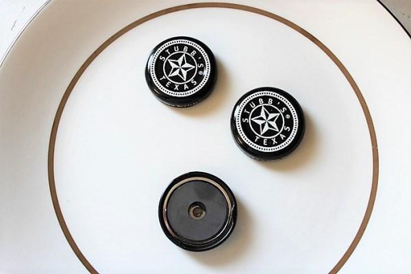 Barbecue sauce bottle cap magnet