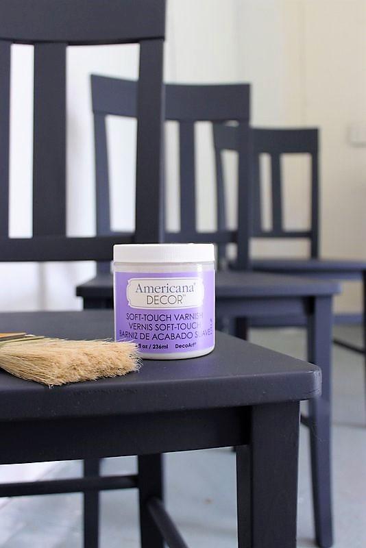 The easiest clear coat varnish I've used for painted furniture | easy top coat fiinish | stowandtellu.com