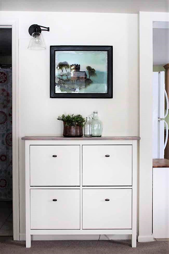 Ikea Hemnes Shoe Cabinet Hack with fake built in appearance | stowandtellu.com
