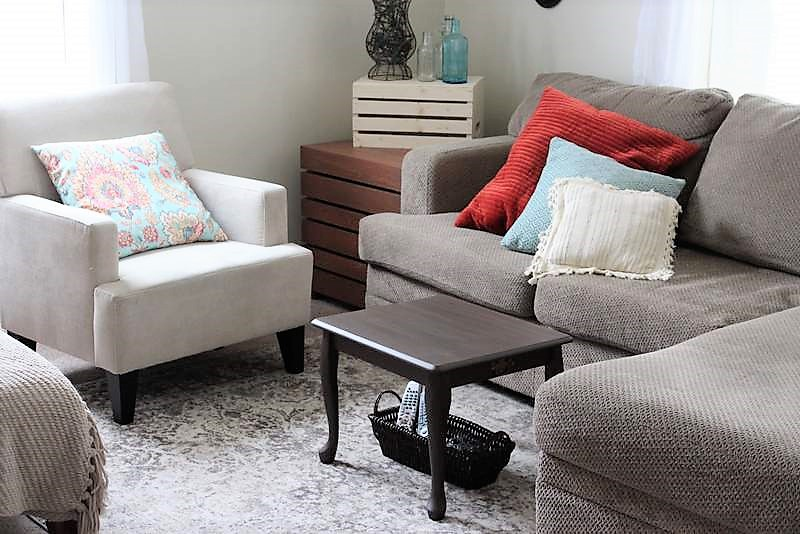 Upcycled end table to Small Space Coffee Table | stowandtellu.com
