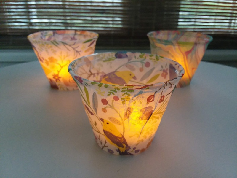 How to make tissue paper lights with plastic cups | stownandtellu.com