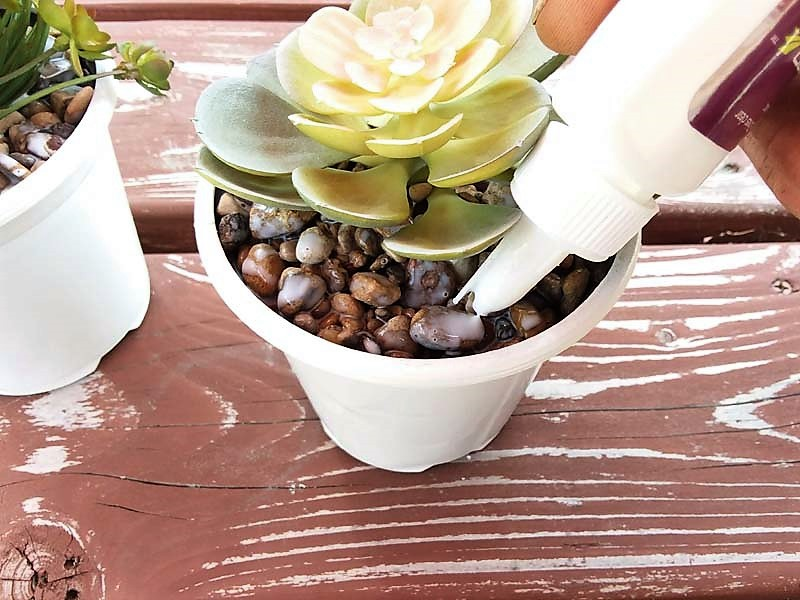 Using DIY Gravel Glue for Potted Faux Succulents | stowandtellu.com
