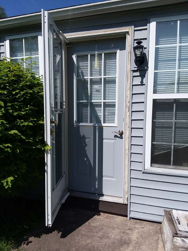 10 Steps To Painting Grid Doors And Frosting The Glass Windows - Painting-an-exterior-door