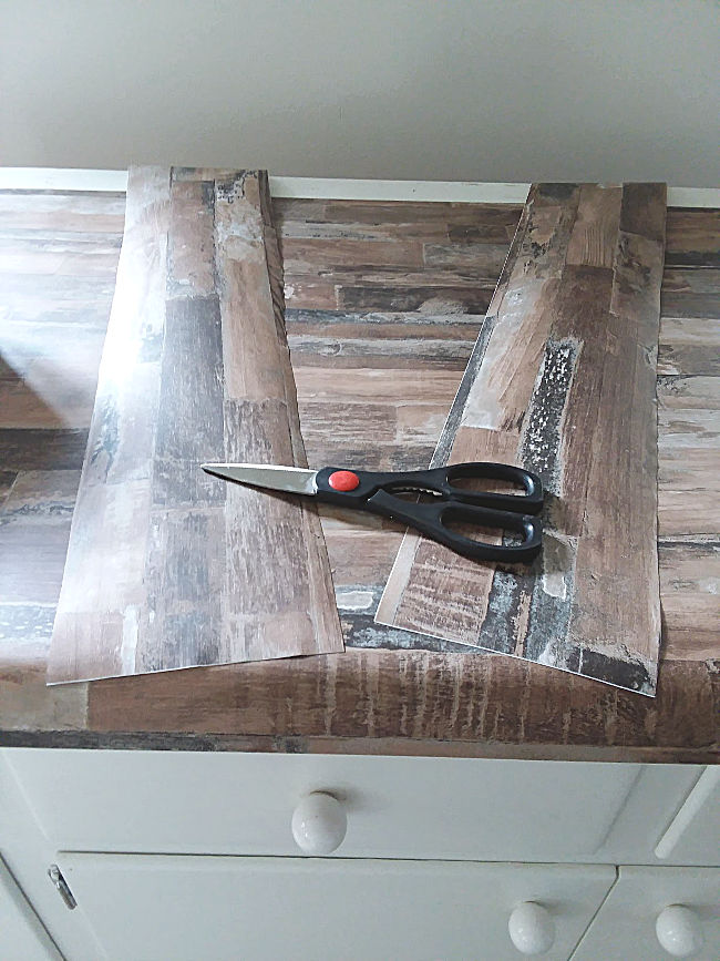 Make Faux Wood Countertop with Wallpaper