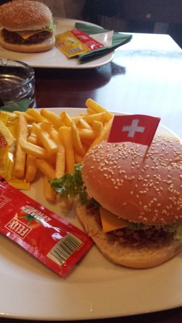 Burger im Mac Laren's