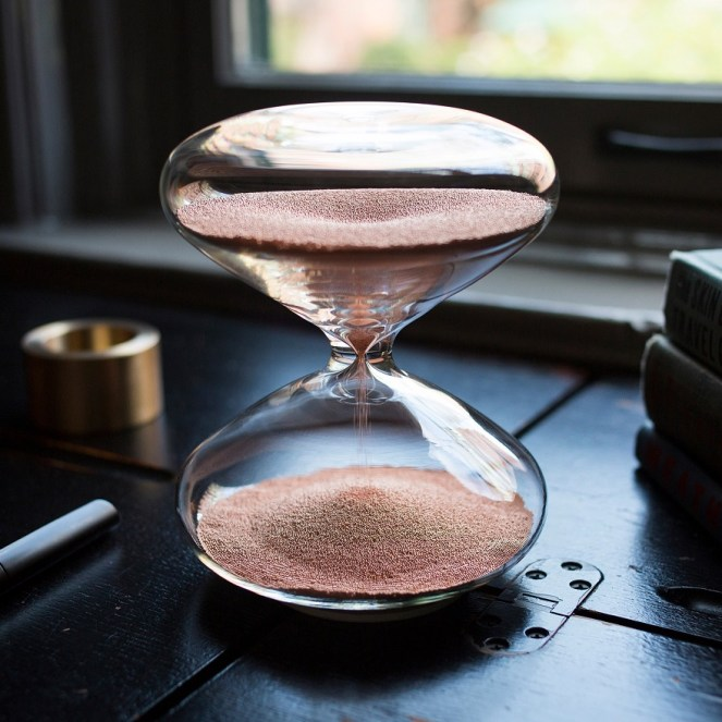 apple-designer-creates-luxury-hourglass