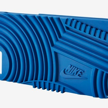 classic-nike-sneakers-iphone-cases